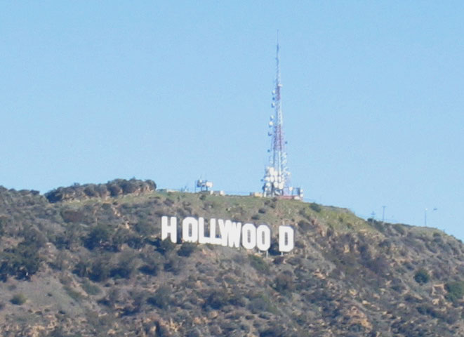 hollywoodsign.jpg (128493 bytes)